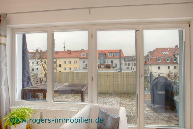München Pasing Immobilienmakler Wohnung mieten Blick zur Dachterrasse