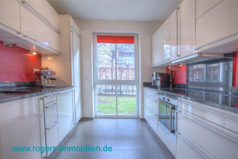 München Haidhausen Immobilienmakler Gartenwohnung Tolle Kueche mit EBK