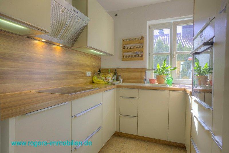 München Moosach Immobilienmakler Gartenwohnung Küche mit EBK