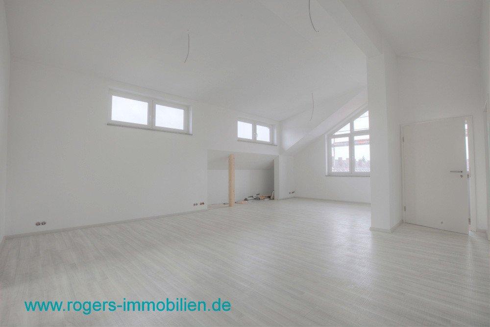 Neuwertige DG-Wohnung mit perfekter Ausstattung