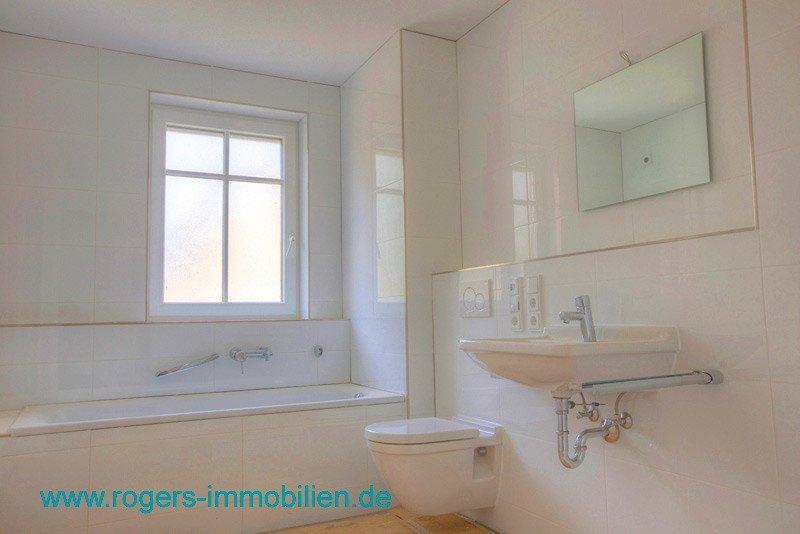 München Aubing Immobilienmakler Gartenwohnung mieten Bad mit Fenster