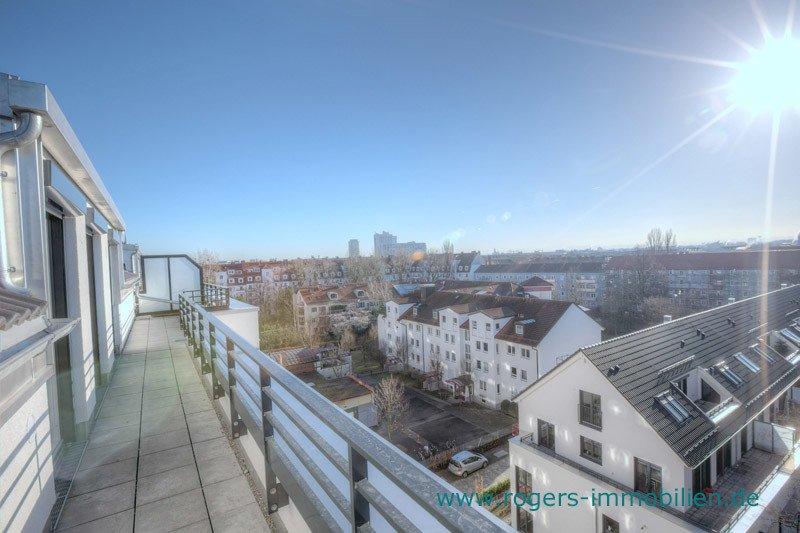 München Laim Immobilienmakler Dachgeschosswohnung Blick über die Dächer