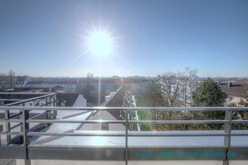 München Laim Immobilienmakler Dachgeschosswohnung Blick von der Terrasse-2