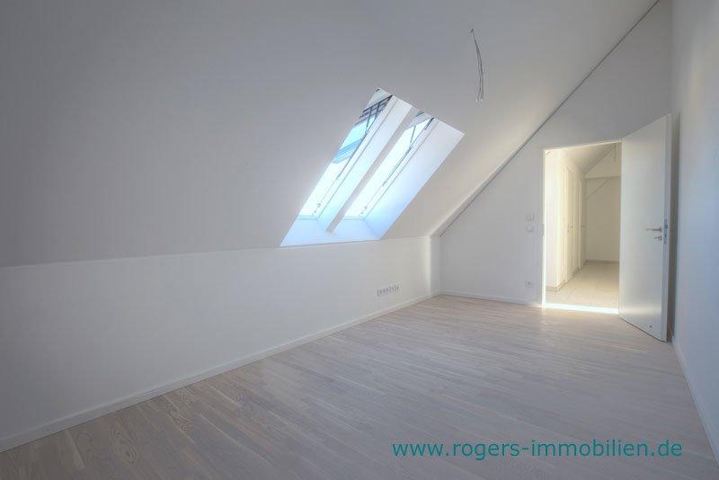 München Laim Immobilienmakler Dachgeschosswohnung Zweites Schlafzimmer-2