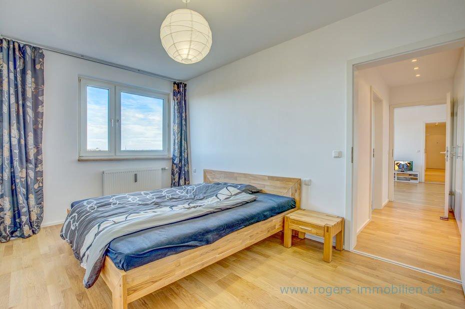 Schönes Schlafzimmer mit gutem Schnitt