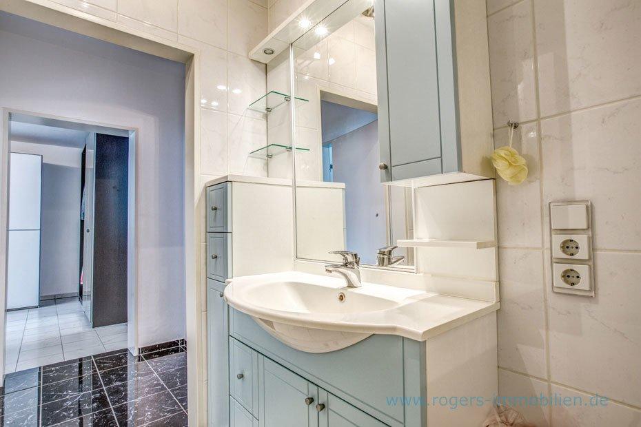 Waschtisch im Bad Großzügiges Badezimmer mit guter Ausstattung