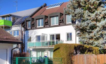 Hübsche 2 Zimmer Wohnung mit Balkon und Parkett in perfekter Lage