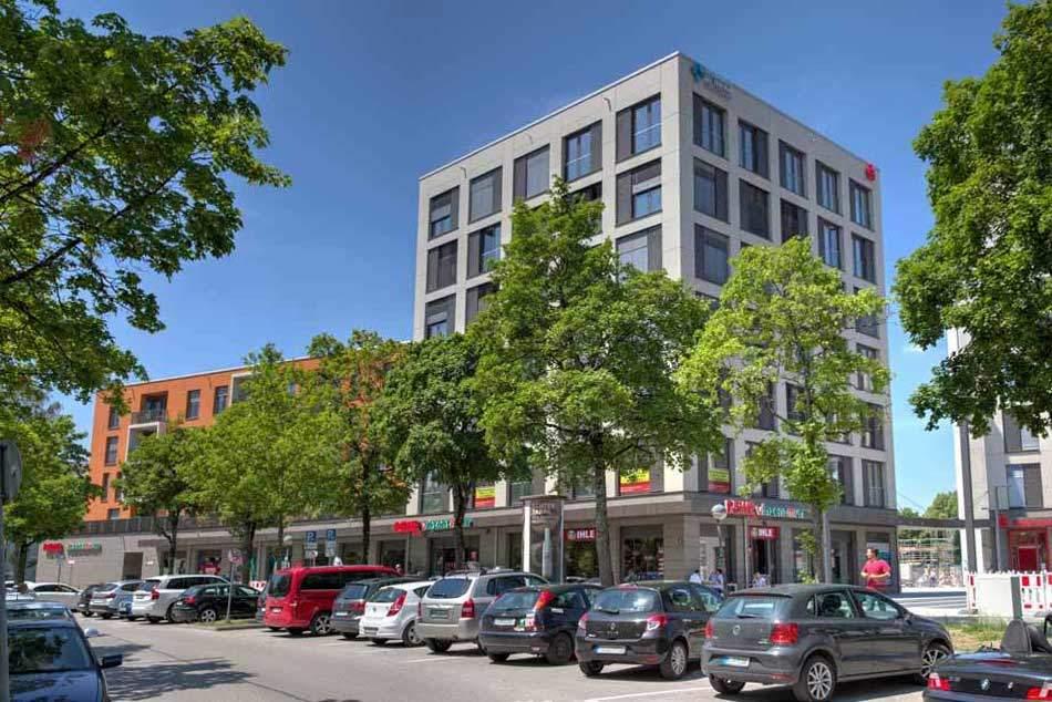 Geschäfte und Busbahnhof in Fürstenried