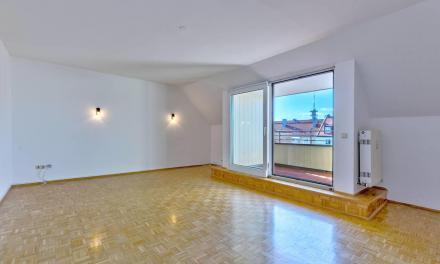 Sehr großzügige Dachgeschoss-Wohnung in schönem & ruhigem St. Benno Viertel + Virtuelle 3D-Tour +
