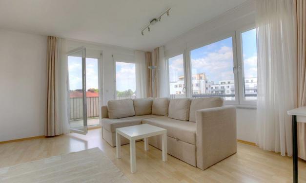 Bogenhausen: Attraktive Wohnung mit Balkon und Möblierung