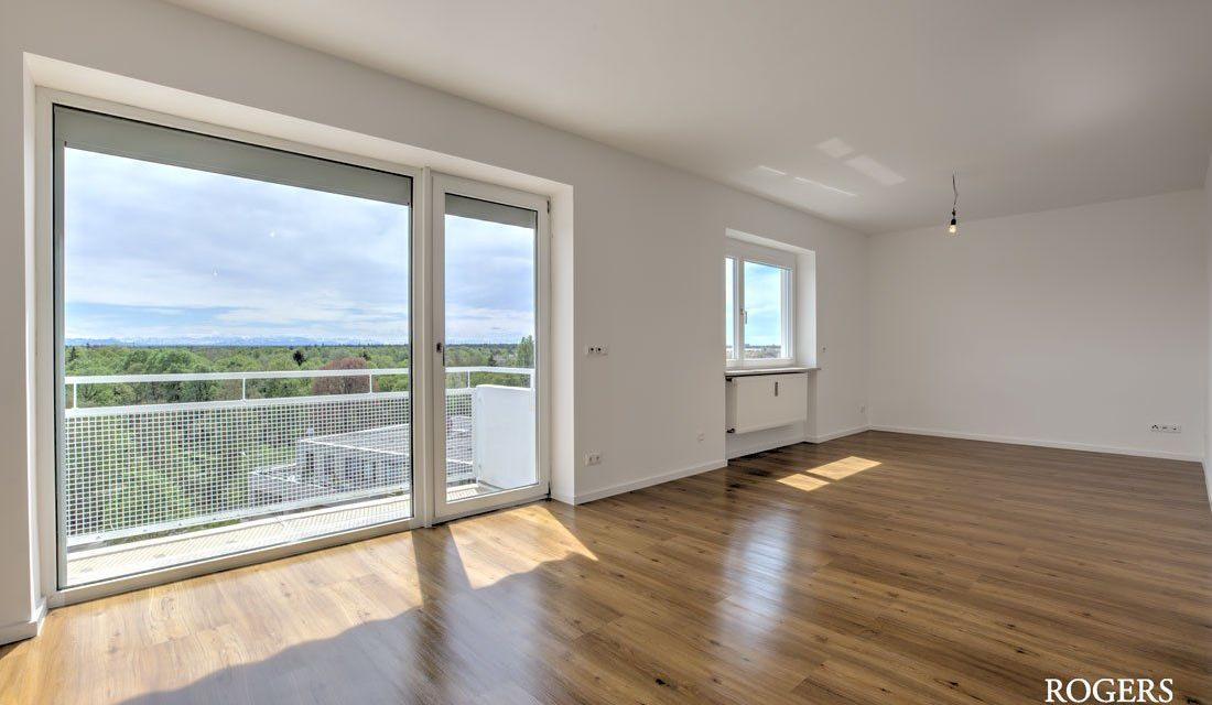 Erstbezug nach Sanierung:  Großzügige Wohnung mit Blick bis zu den Alpen und der Frauenkirche
