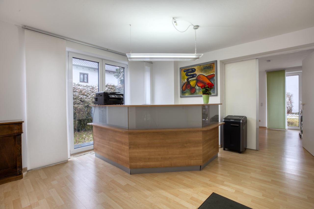 Büro / Praxis: Charmante Räumlichkeiten in perfekter Lage zu vermieten