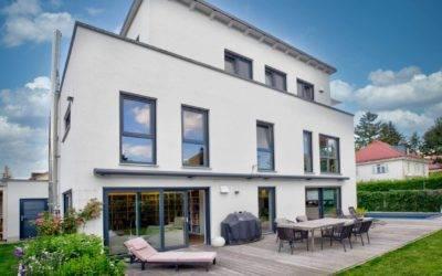 Rarität: Erstklassig ausgestattetes Haus auf Eckgrundstück