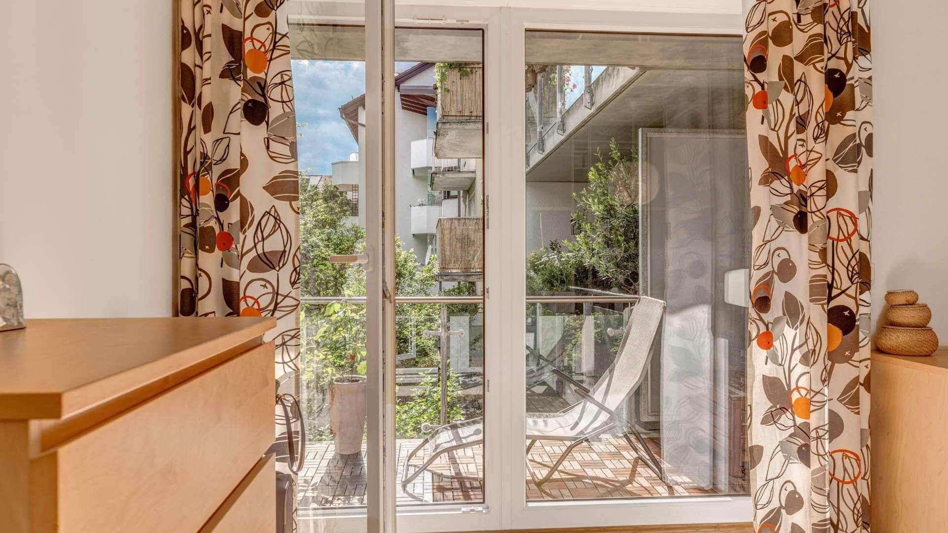 Milbertshofen Wohnung Blick zum Balkon